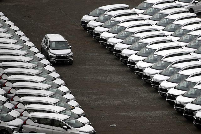 Hàng ngoại về ồ ạt, nội địa dư thừa lắp ráp, ô tô giảm giá tận cùng - 1