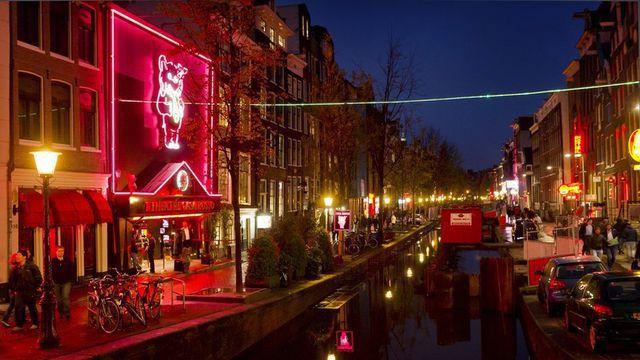 Gái mại dâm bức xúc vì thành phố Hà Lan tính đóng cửa phố đèn đỏ - 2