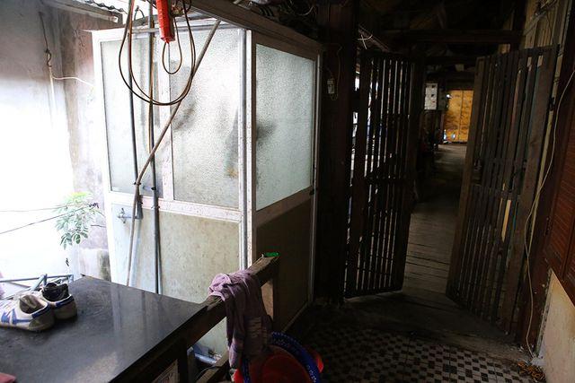 Cuộc sống như từ thế kỷ trước trong khu nhà gỗ ở Hà Nội - 9