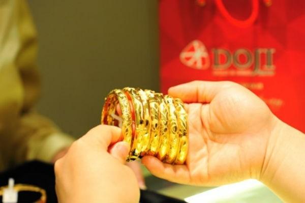 Giá vàng bất ngờ tăng vọt, kỳ vọng đỉnh cao mới