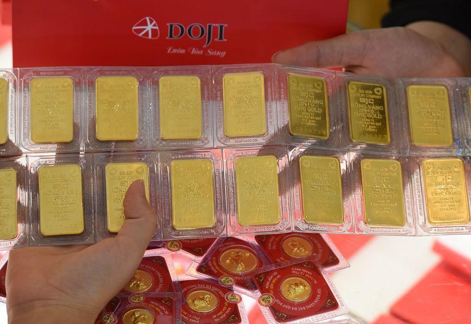 Giá vàng tăng lên đỉnh mới, vọt xa ngưỡng 42 triệu đồng/lượng