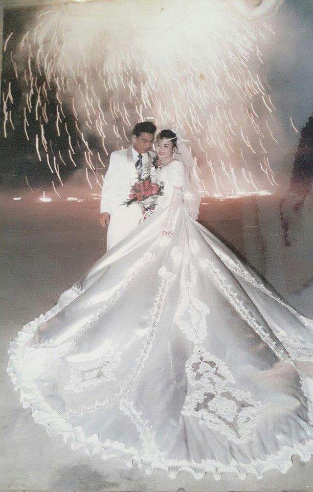 """Đám cưới đại gia thập niên 90: Cô dâu thay 4 bộ váy, rước dâu bằng dàn """"siêu xe"""" - 3"""