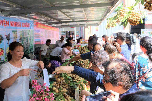 140 nghìn đồng/kg nhãn cổ đường phèn, dân Hà Nội vẫn xếp hàng tranh mua - 1
