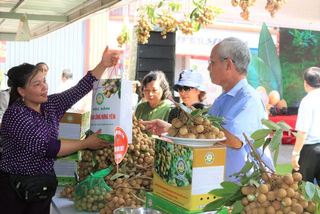 140 nghìn đồng/kg nhãn cổ đường phèn, dân Hà Nội vẫn xếp hàng tranh mua - 4