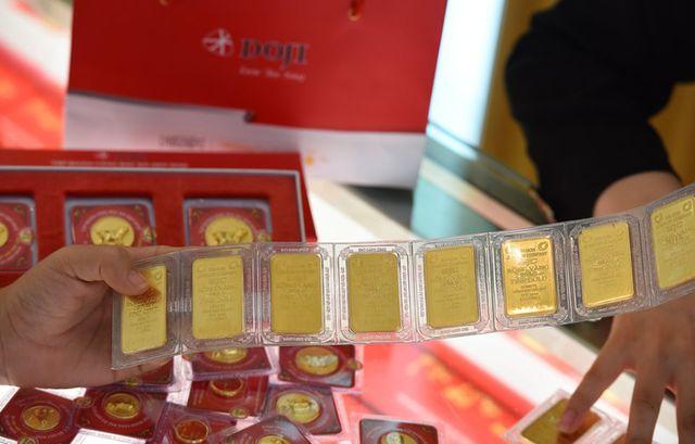 Giá vàng giảm nửa triệu đồng mỗi lượng, thị trường đặt cược lớn vào Mỹ - 1