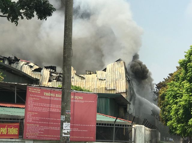 Hà Nội: Cháy kho xưởng gần trung tâm thương mại Aeon Mall Long Biên - 1