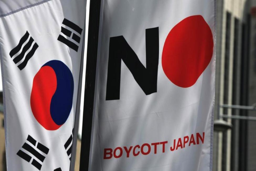 """Thương chiến Nhật – Hàn leo thang, Hàn Quốc loại bỏ Nhật Bản khỏi """"danh sách trắng"""""""