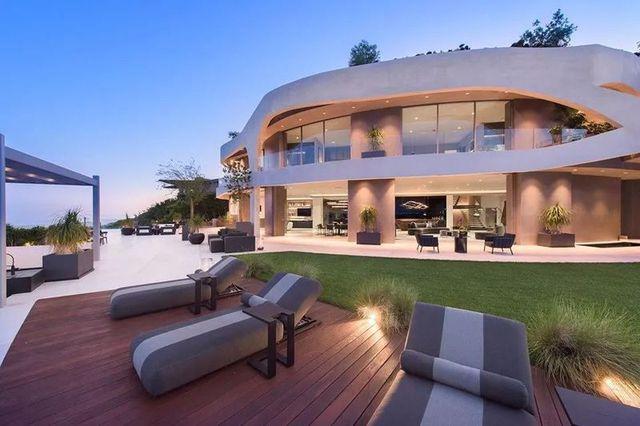 Ngắm kiến trúc siêu độc đáo của biệt thự trị giá 42 triệu USD ở Los Angeles - 2