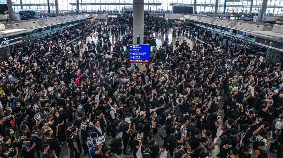 """Những cuộc biểu tình ở Hồng Kông tác động đến thị trường toàn cầu """"nghiêm trọng hơn"""" cuộc chiến thương mại Mỹ-Trung"""