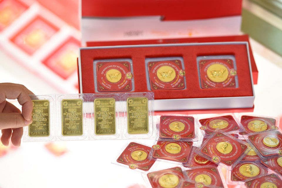 Nhiều diễn biến mới, giá vàng tăng vọt lên mức 42,25 triệu đồng/lượng