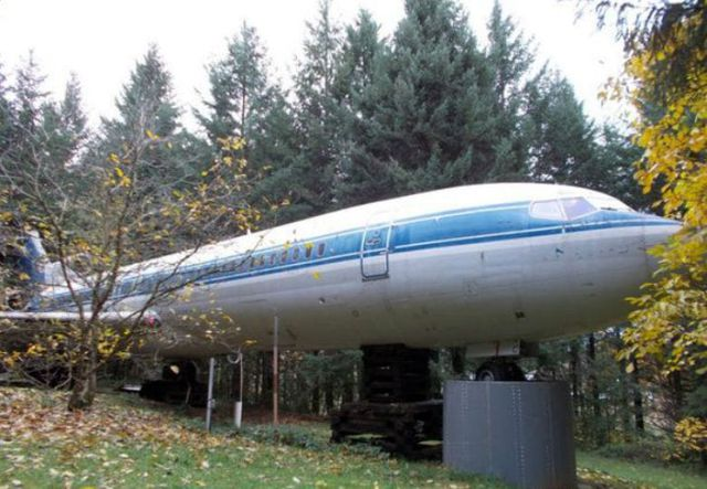 Người đàn ông đã biến một chiếc máy bay cũ thành một căn nhà độc nhất vô nhị để ở - 1