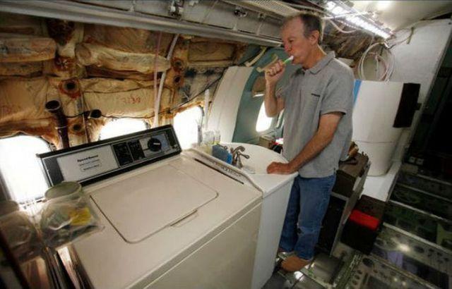 Người đàn ông đã biến một chiếc máy bay cũ thành một căn nhà độc nhất vô nhị để ở - 4