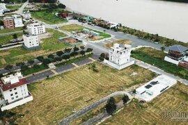 Chuyện lạ ở TP.HCM: Nơi giá đất 300 triệu đồng/m2, biệt thự xây dở không người ở