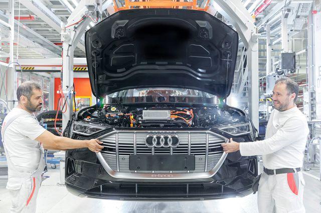 Audi cũng phải tìm đến Trung Quốc mua pin cho xe chạy điện - 1