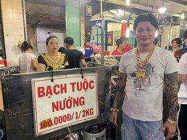 Ông chủ ở Sài Gòn đeo 100 lượng vàng trị giá 4 tỷđồng chỉ để bán ốc
