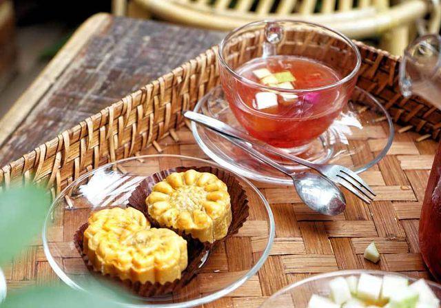 Cafe lạ Hà Nội, bà chủ tự làm 2.000 bánh trung thu tặng khách - 3