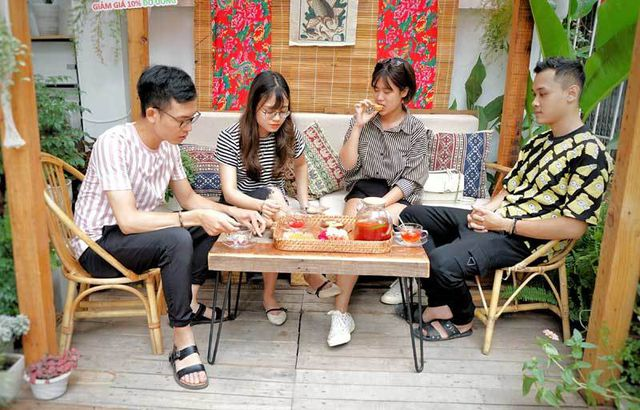 Cafe lạ Hà Nội, bà chủ tự làm 2.000 bánh trung thu tặng khách - 4