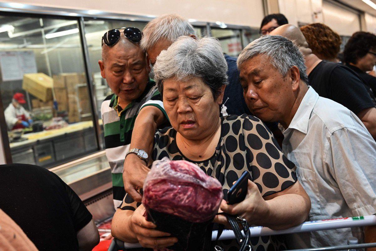Giá thịt lợn Trung Quốc làm cho người tiêu dùng sợ hãi và bất mãn tăng vọt