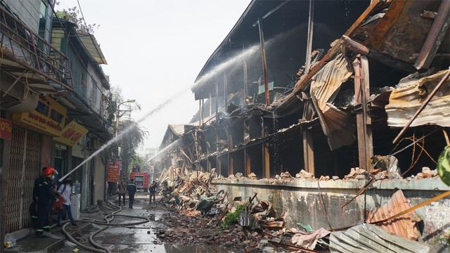 Bất ngờ với những thông tin lộ sáng tại Rạng Đông sau vụ cháy - 1