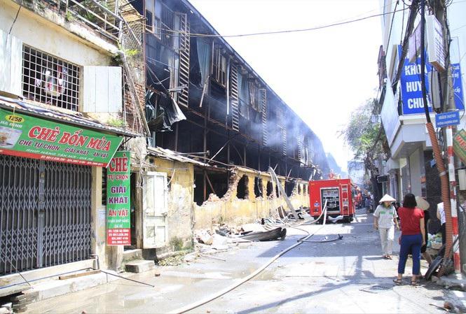"""Hà Nội: Nhà máy Rạng Đông bị cháy hay """"cố tình"""" cháy?"""