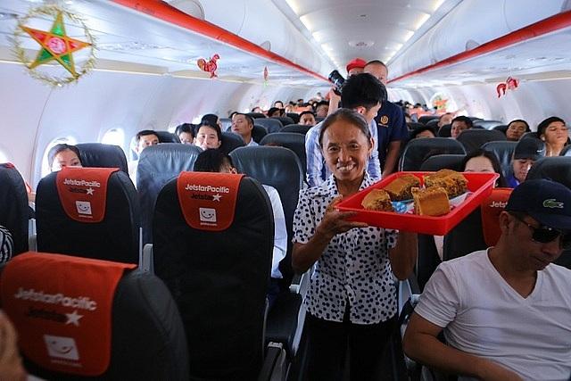 """Vì sao và ai đã cho  phép bà Tân Vlog đưa bánh Trung thu """"siêu to"""" lên máy bay? - 2"""