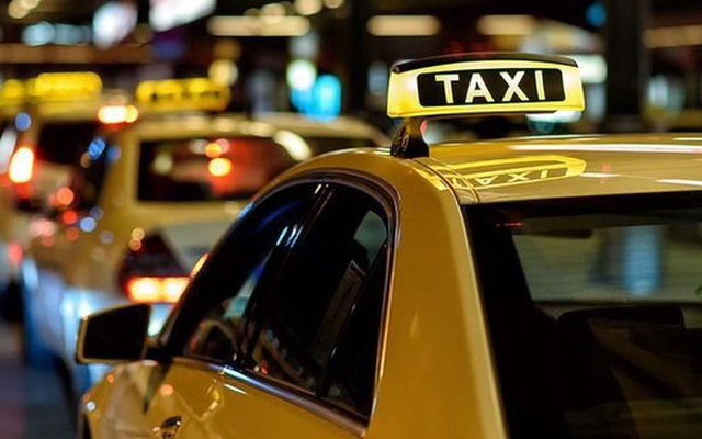 Bộ GTVT: Mọi loại xe taxi đều phải có hộp đèn trên nóc - 2