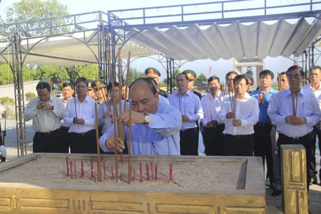 Thủ tướng dự lễ khởi công cao tốc Bắc - Nam đoạn qua Quảng Trị, TT-Huế - 2