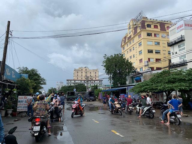 Cả trăm cảnh sát phong tỏa trụ sở công ty địa ốc Alibaba - 5