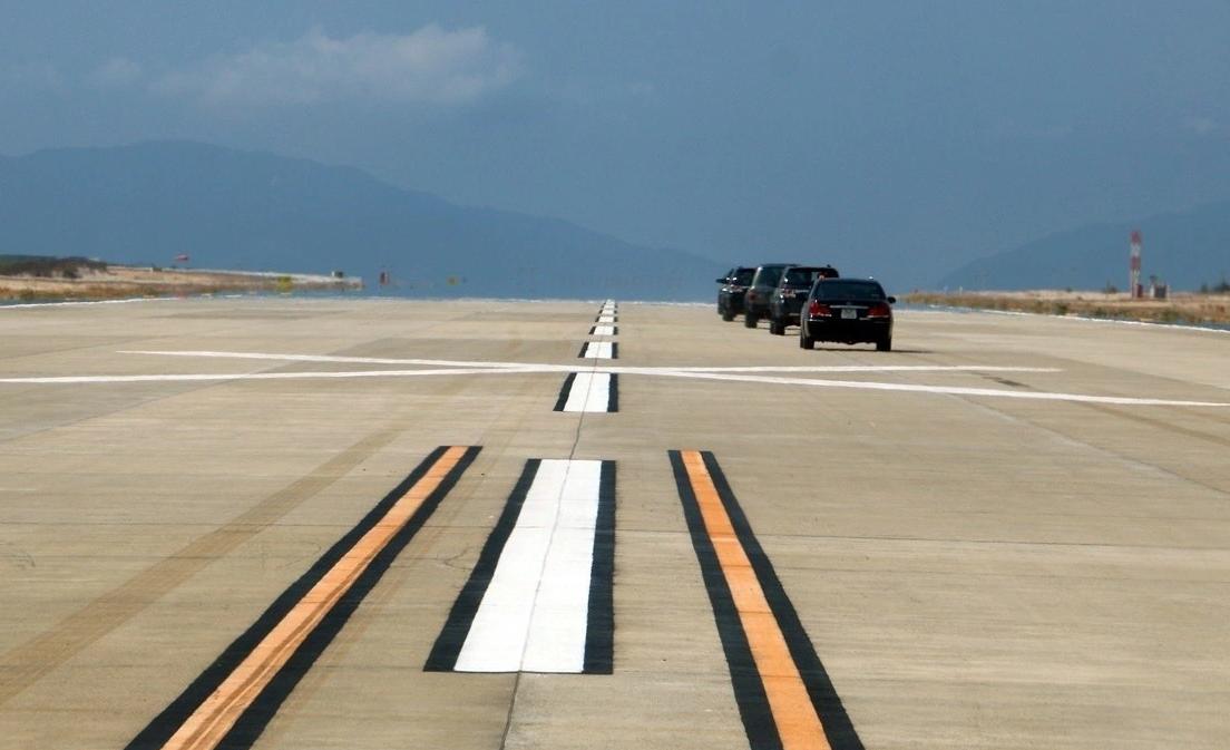 """Dốc gần 2.000 tỷ đồng xây đường băng sân bay rồi… """"đắp chiếu"""" (?!)"""