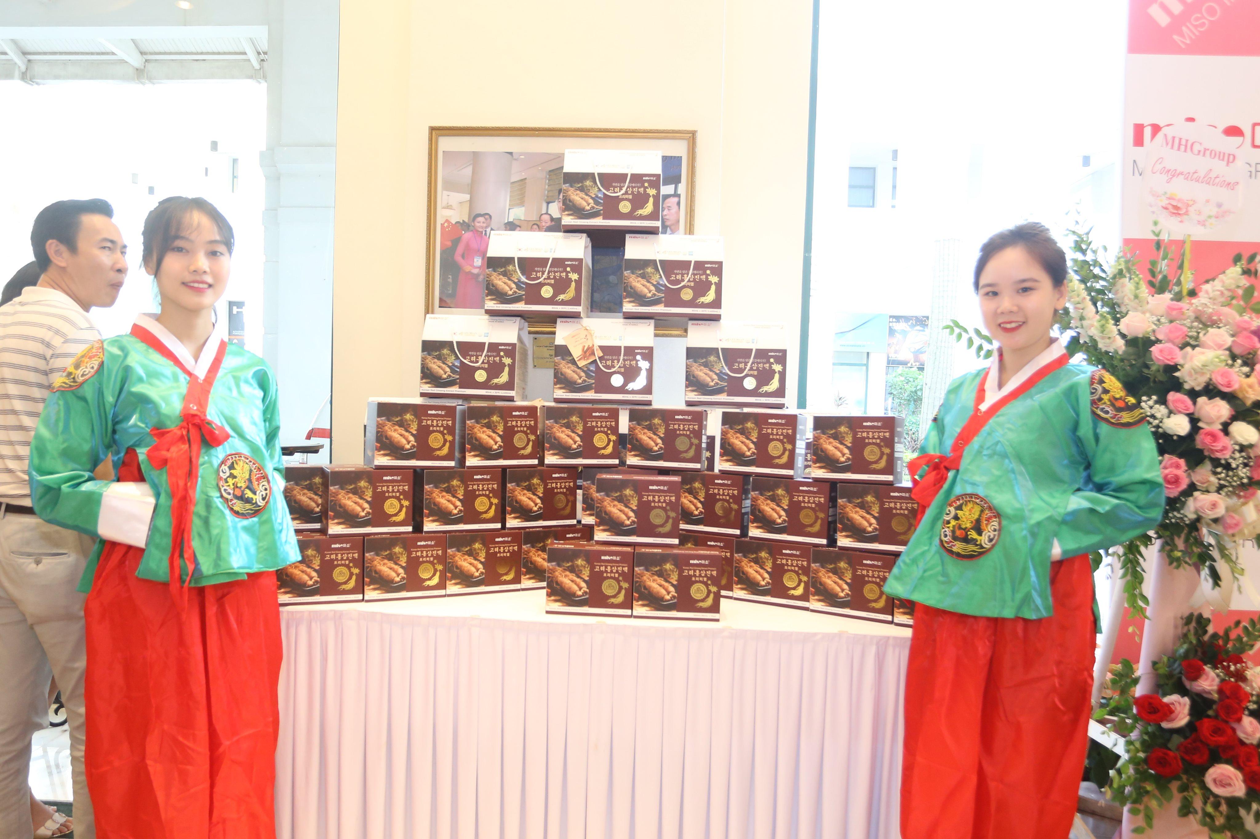 """Hồng sâm nổi tiếng nhất Hàn Quốc """"đổ bộ"""" thị trường Việt Nam"""
