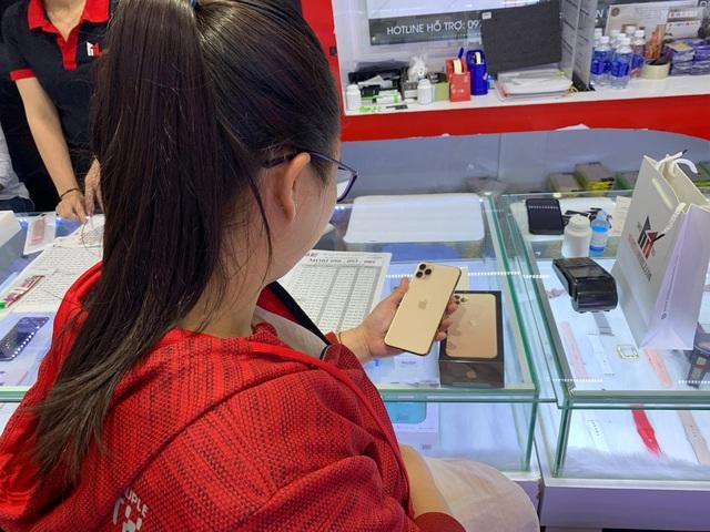 Người Việt săn iPhone 11 Pro Max, giá về bình ổn sớm - 1