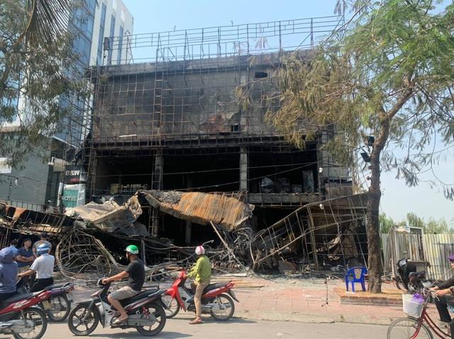 Toàn bộ siêu thị điện máy tan hoang sau vụ hỏa hoạn - 1
