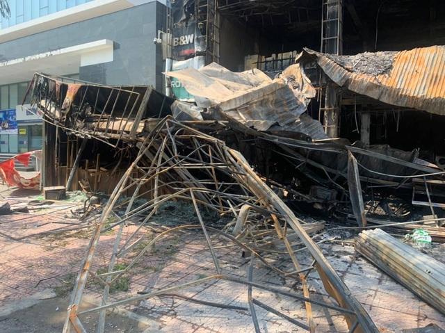 Toàn bộ siêu thị điện máy tan hoang sau vụ hỏa hoạn - 3