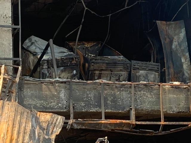 Toàn bộ siêu thị điện máy tan hoang sau vụ hỏa hoạn - 4