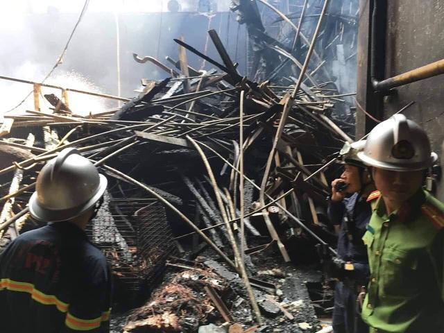 Hình ảnh tan hoang đổ nát trong Cung hữu nghị Việt Xô sau vụ cháy lớn - 12