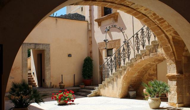 Người Trung Quốc đổ xô đến mua nhà ở Sicily, Ý không chỉ vì giá 1 euro - 3