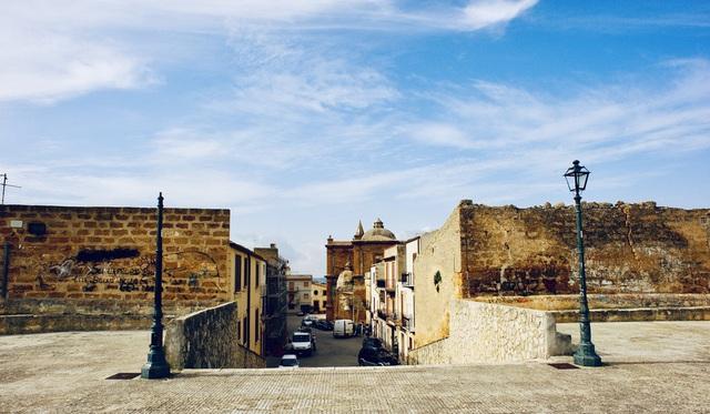 Người Trung Quốc đổ xô đến mua nhà ở Sicily, Ý không chỉ vì giá 1 euro - 4