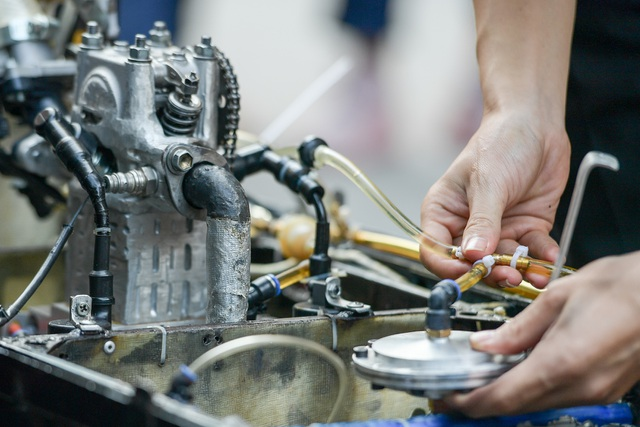 Sinh viên tự chế xe siêu tiết kiệm chạy 1.095 km tốn một lít xăng - 3