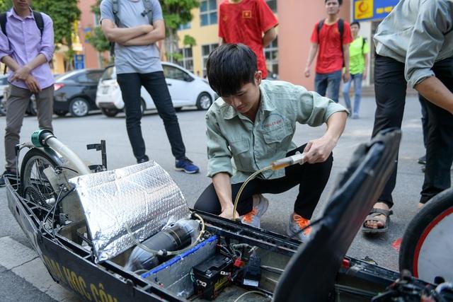 Sinh viên tự chế xe siêu tiết kiệm chạy 1.095 km tốn một lít xăng - 6