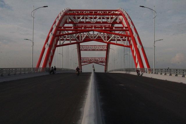 Chuẩn bị thông xe cây cầu hơn 2.000 tỷ đồng có kiểu dáng độc và lạ - 11