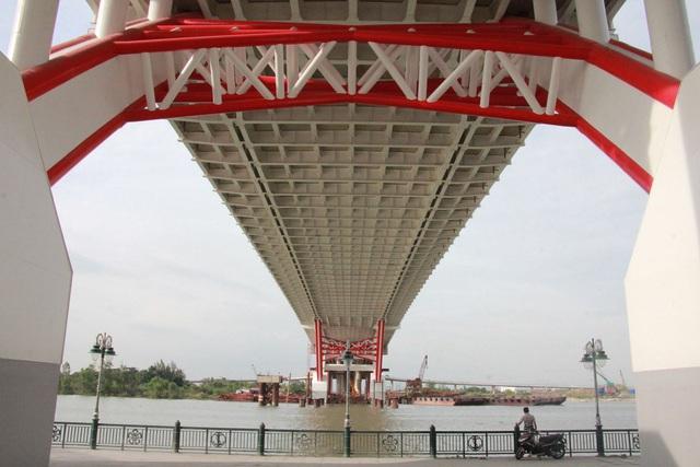 Chuẩn bị thông xe cây cầu hơn 2.000 tỷ đồng có kiểu dáng độc và lạ - 3
