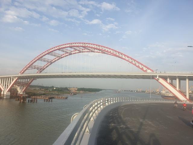 Chuẩn bị thông xe cây cầu hơn 2.000 tỷ đồng có kiểu dáng độc và lạ - 4