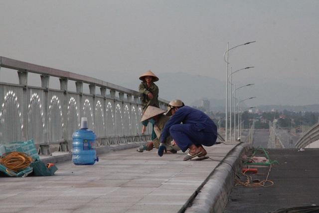 Chuẩn bị thông xe cây cầu hơn 2.000 tỷ đồng có kiểu dáng độc và lạ - 7