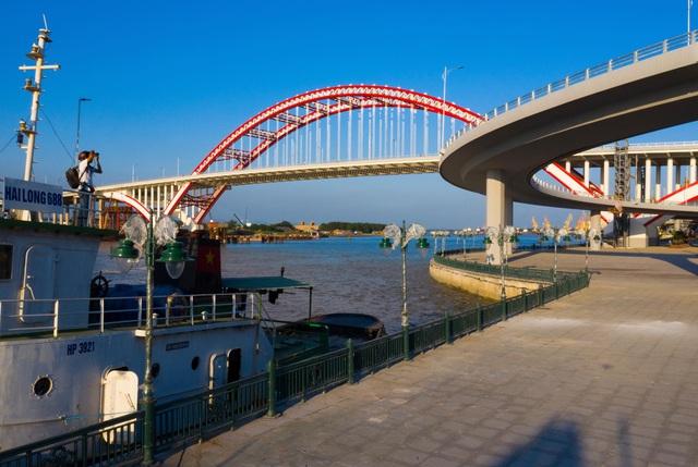 Chuẩn bị thông xe cây cầu hơn 2.000 tỷ đồng có kiểu dáng độc và lạ - 8