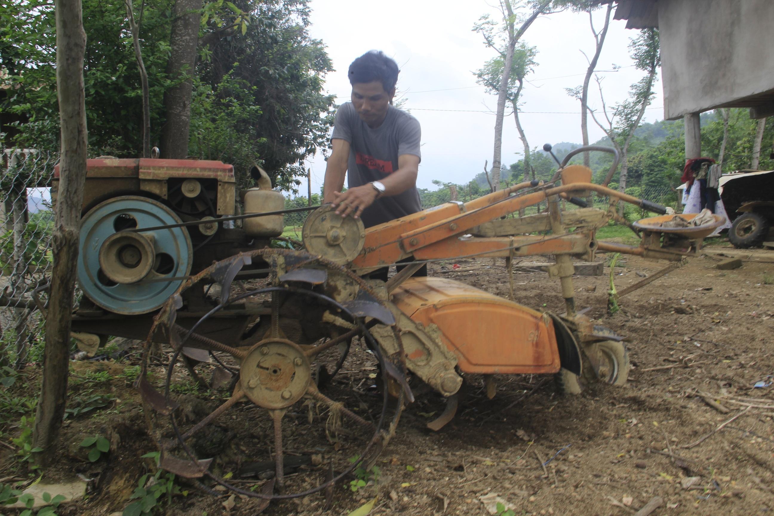 Vợ chồng trẻ Vân Kiều kiếm gần 150 triệu đồng/năm từ trồng rừng, nuôi dê