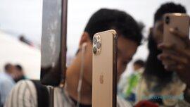 iPhone 11 rớt giá tại Việt Nam, dân buôn xé phụ kiện bán kiếm lời