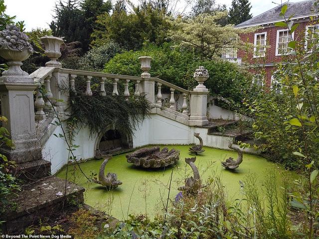 """Kỳ lạ những ngôi biệt thự """"vườn không, nhà trống"""" trên đại lộ tỷ phú - 1"""
