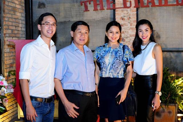 Giao dịch bí ẩn khiến tài sản nhà chồng Tăng Thanh Hà tăng mạnh sáng đầu tuần - 1