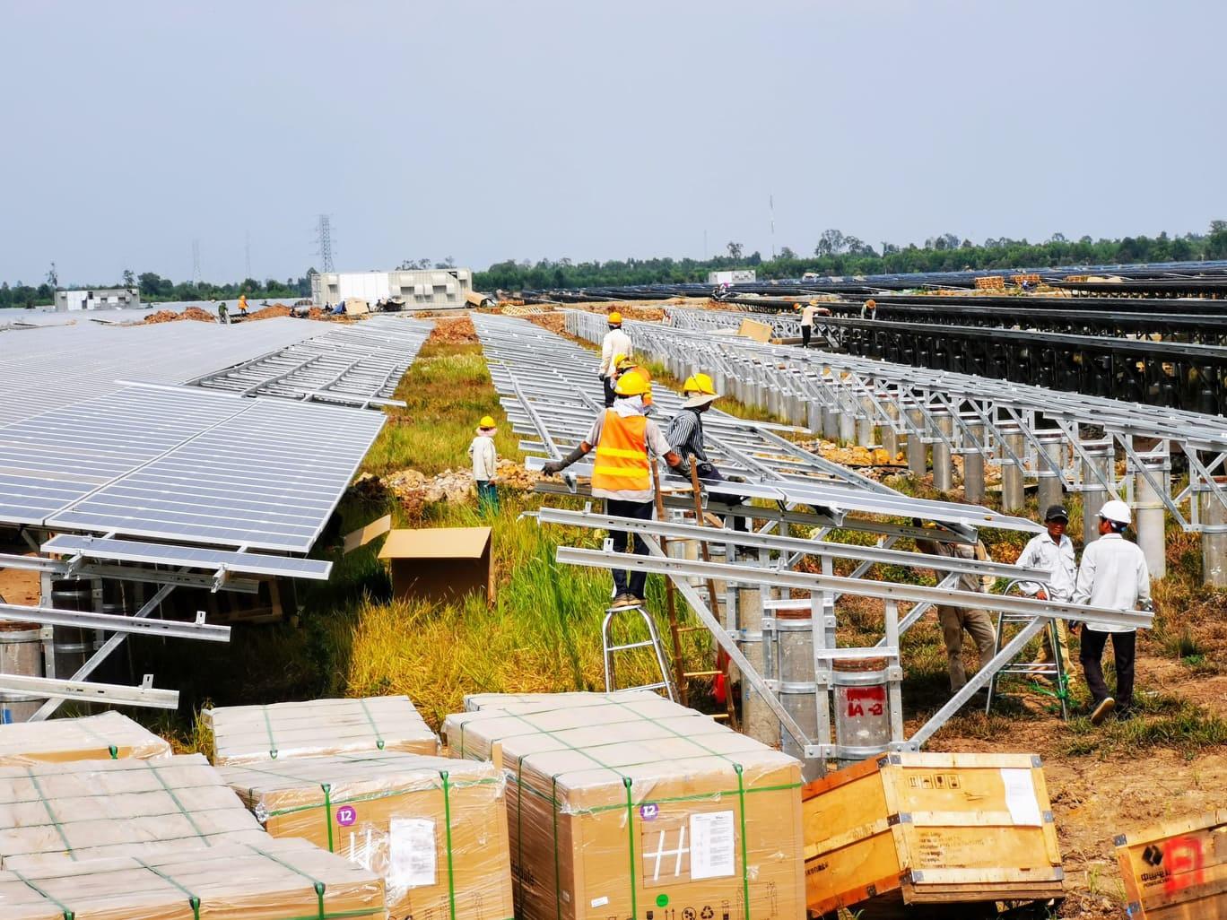 Giá điện mặt trời lao dốc: Nhà đầu tư tưởng dễ làm, nay đứng trước nguy cơ phá sản!