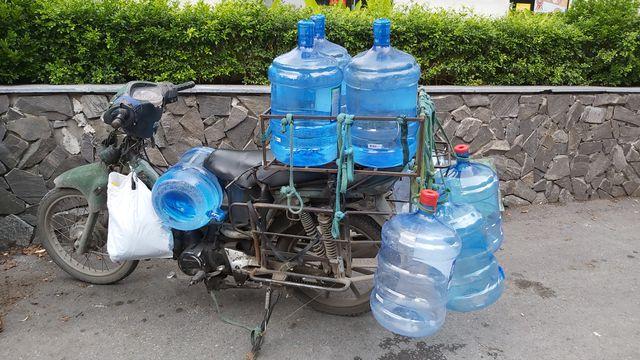 Hà Nội: Quầy nước siêu thị trống trơn, dân buôn nước hối hả, gắt gỏng - 7